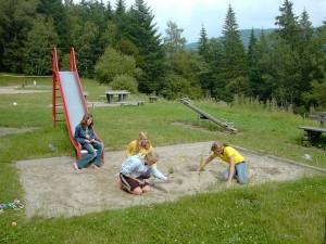 playground-250782_1280