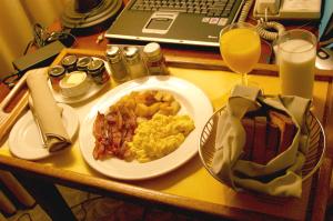 breakfast_eggs_bacon_1566743_o