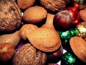 almonds-570420_1280