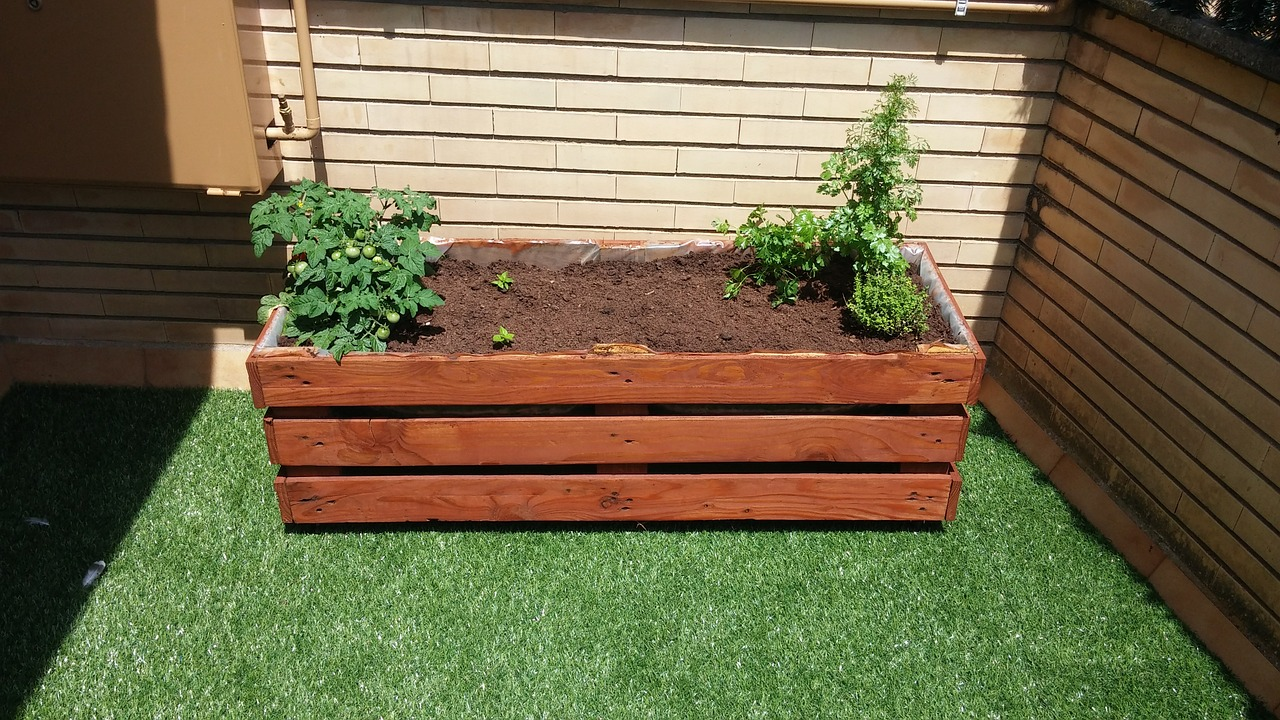 Do It Yourself Home Design: Build Your Own Amazing Vertical Salad Gardens