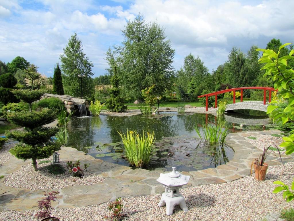 garden-944825_1280